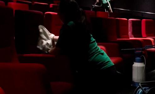 химчистка кресел в кинотеатре